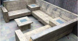 umgestaltete Holzpalette im Freien Couch # Gartenmöbel #Couch #Möbel #Garten #...