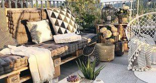 Pátio externo com sofá de pallets. Ambiente lindo, aconchegante e super convid...