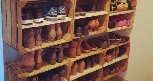 Schuhregal aus Apfelkisten #shoes #Schuhregal #Weinkisten #vintage #diy